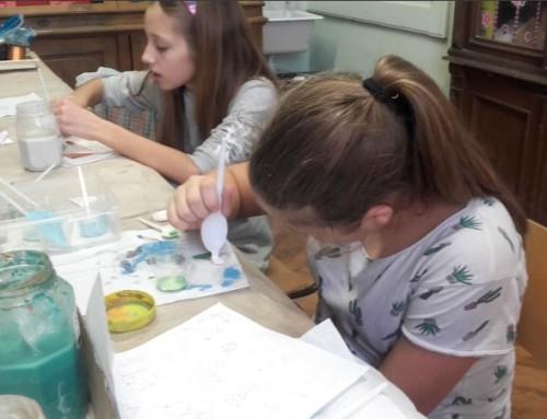 Az Orosházi Református Két Tanítási Nyelvű Általános Iskola tűzzománc szakkörének munkájáról